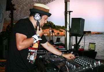 2011-08-26 - Louie Vega @ Closing, Diesel Island, Ibiza.jpg