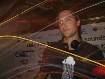 2011-06-18 - Jason Wallace @ International Radio Festival, Papiersaal, Zurich.jpg