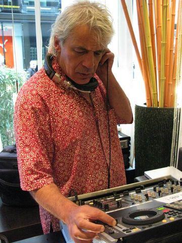2011-06-11 - Jon Sa Trinxa @ International Radio Festival, Papiersaal, Zurich.jpg