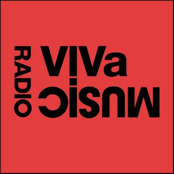 2010-08-04 - Darius Syrossian & Nyra, Lauhaus - VIVa Music Radio 001.jpg