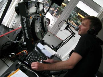 2011-06-11 - Chris Coco @ International Radio Festival, Papiersaal, Zurich.jpg