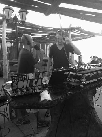 2011-09-07 - Igor Marijuan, Pete Herbert @ Sunset Sessions, Kumharas, Ibiza.jpg