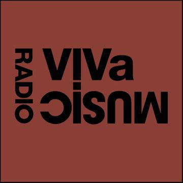 2010-12-10 - Darius Syrossian (Café d'Anvers), Stacey Pullen - VIVa Music Radio 007.jpg