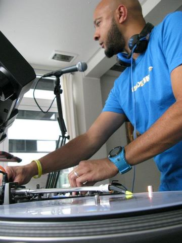 2011-06-11 - George Evelyn @ International Radio Festival, Papiersaal, Zurich.jpg