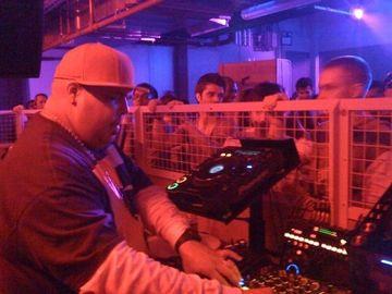 2009-04-25 - DJ Sneak @ Matter -1.jpg